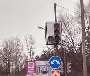 В  Воронеже на Остужева неисправный светофор парализовал движение на весь день