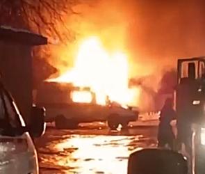 Появилось видео горящей «скорой помощи» в Воронеже, пострадал водитель