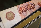 Житель Воронежа, приревновав возлюбленную, отнял у нее деньги