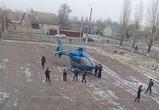 Воронежцы публикуют фото вертолета, по ошибке приземлившегося у школы