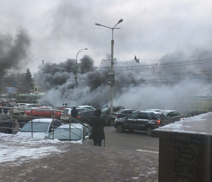 На страшном пожаре в переходе у Политеха пострадала женщина (ФОТО и ВИДЕО)