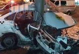 Смертельная авария в Воронеже: такси на скорости влетело в столб, водитель погиб