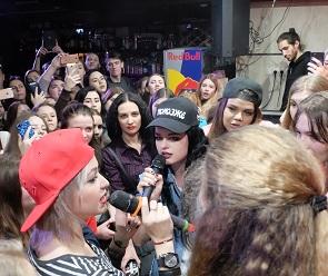 Появились фото и видео со встречи участниц шоу «Пацанки» с фанатами в Воронеже