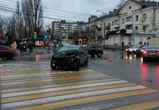 Четыре человека пострадали в Воронеже в столкновении двух иномарок у Пивзавода