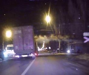 В Сети появилось видео момента ДТП с фурой и поездом в Воронеже