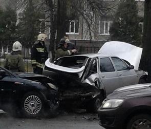 Воронежцы публикуют фото массового ДТП «из-за пешехода» на Ленинградской