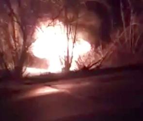 Полиция Воронежа ищет водителя перевернувшейся и сгоревшей Дэу Нексии - видео