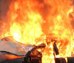 Три микроавтобуса сгорели ночью на проспекте Труда в Воронеже