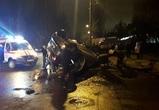 В Воронеже девушка на иномарке врезалась в забор и перевернулась, появились фото