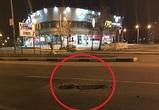 Воронежцы сообщили об автомобилисте, роющем ямы в асфальте