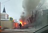 Полыхающая в Воронеже «Лада Надежда» попала на видео