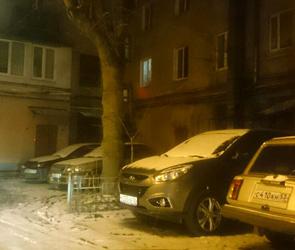 Воронежцев предупреждают о вандале, который во дворах ворует «дворники» с машин