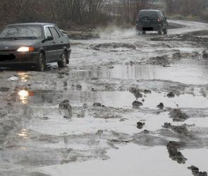 Воронежцы пожаловались на разбитую грунтовку и застревающие в грязи машины