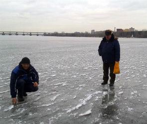 Три человека оказались в опасности на тонком льду Воронежского водохранилища