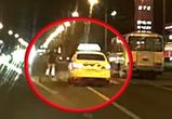 Появилось видео, как в Воронеже такси Яндекс чуть не сбило на переходе человека