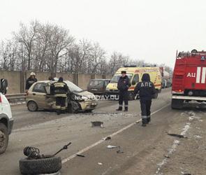 Под Воронежем из-за проблем с сердцем у водителя произошло ДТП, ранены двое