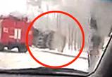 Появилось видео ДТП с фурой, опрокинувшейся на заснеженной трассе в Воронеже