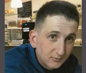 В Воронеже ищут опасного грабителя, нападавшего на салоны кредитов - фото, видео