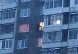 Воронежцы публикуют фото мужчины, повисшего на окне 7 этажа