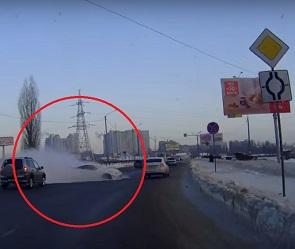 Полет «Тойоты» над клумбой в Воронеже попал на видео