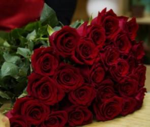 15-летний подросток из Воронежа ночью украл 85 роз для своей возлюбленной