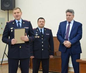 Главного онколога Воронежа наградили за спасение полицейских, раненых бездомным