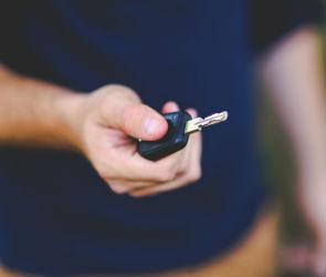 Как получить права и поставить машину на учет при помощи смартфона