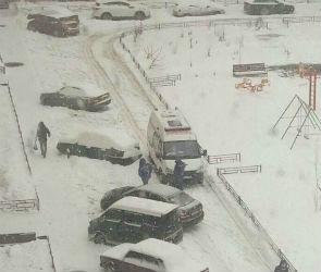 В Воронеже реанимобиль с ребенком не мог проехать из-за автохама на «Ниссане»