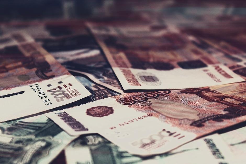 Оконщик украл у воронежца 2 млн рублей