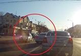 Воронежцы сняли на видео мгновенную карму, настигшую наглого автомобилиста