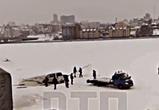 У Чернавского моста в Воронеже легковушка проломила лед и ушла под воду (видео)