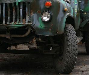 В Воронеже под колесами грузовика ЗИЛ погиб 52-летний мужчина