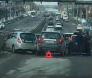 Из-за массового ДТП на Московском проспекте образовалась огромная пробка