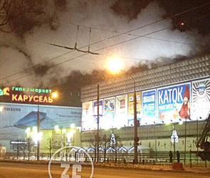 Ночью в Воронеже произошел крупный пожар на заводе около ТЦ «Максимир» - фото