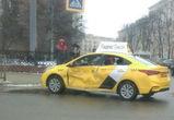 В аварии на площади Ленина в Воронеже пострадала пассажирка «Яндекс Такси»