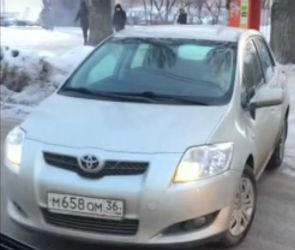 Неадекватный маневр воронежской автоледи попал на видео
