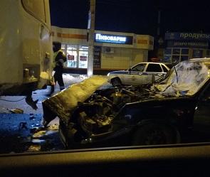 В Воронеже иномарка протаранила маршрутку: водитель госпитализирован