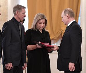 В Кремле «Золотую звезду» вручили семье воронежского пилота, погибшего в Сирии