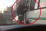 В Воронеже на Крестах подрались водитель легковушки и маршрутчик - видео