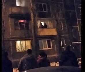 Появилось видео крупного пожара на улице Маршака в Воронеже: ранен мужчина