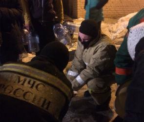 Из-за коммунальной аварии воронежцы вынуждены в мороз стоять в очереди за водой