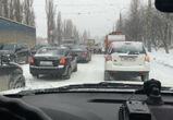 В последний день зимы снегопад сковал Воронеж огромными пробками
