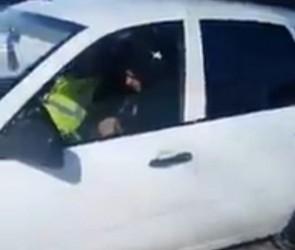 Воронежцы сообщают о белой «Калине», которая отправляет чужие авто на эвакуатор