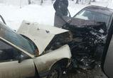 Водителя «Ауди» зажало в машине после лобового столкновения под Воронежем