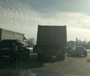 Улицы Димитрова и Брусилова парализованы из-за двух ДТП