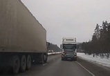 Воронежцы сняли на видео фуру, едущую задом со скоростью 80 км/ч