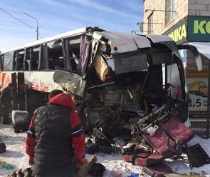 Опубликованы подробности страшного ДТП с автобусом и фурой в Воронежской области