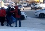 На видео сняли драку обиженного автохама с воронежцем