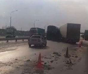 В Бобровском районе столкнулись автобус и фура: опубликовано видео с места ДТП