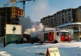 В Воронеже рядом с отелем произошел пожар на стройплощадке